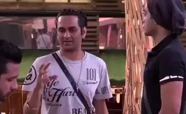 BIGG BOSS 11: SHOCKING! Contestant EVICTED from the show