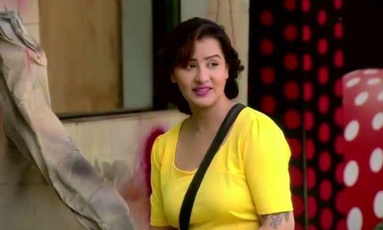 BIGG BOSS 11: 'Me iske saath kuch bura nai kr skti' Says Shilpa Shinde for Akash Dadlani and we are SHOCKED!