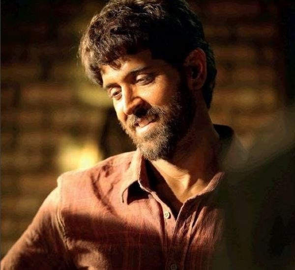 Bollywood actor Hrithik Roshan's FIRST LOOK from SUPER 30 revealed !