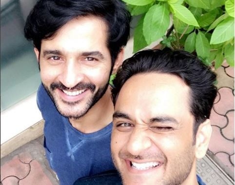 FINALLY ! BIGG BOSS 11 friends Vikas Gupta and Hiten Tejwani reunite after the show !