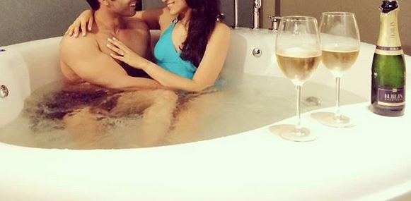 TV actor gets COZY with wife in BATHTUB