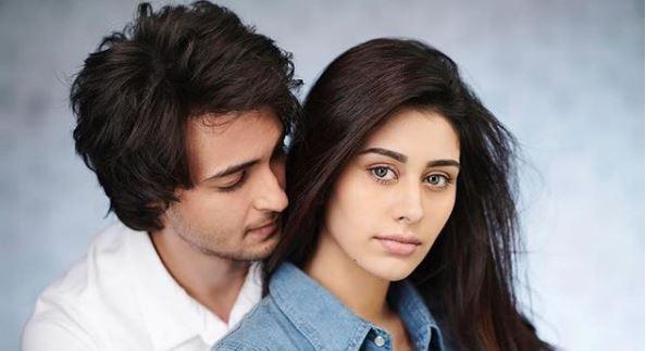 Salman Khan reveals the FIRST LOOK of Aayush Sharma and Warina Hussain's LOVE RATRI !