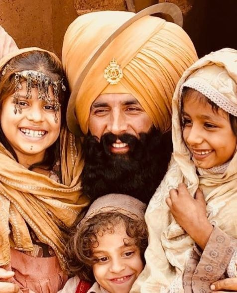Bollywood actor Akshay Kumar revealed another look of his upcoming movie 'Kesari' !