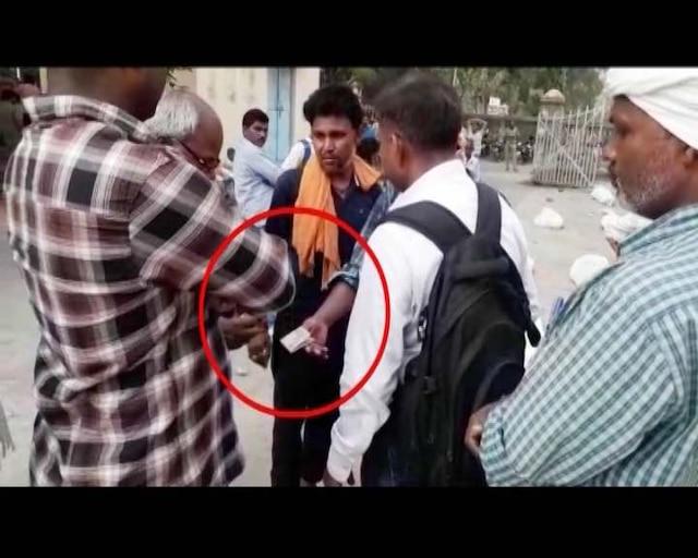 Varanasi flyover accident hospital staff demands bribe for post-mortem