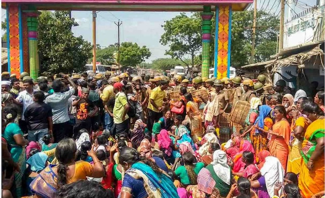 9 dead in police fire during anti-sterlite protest in Tamil Nadu's Tuticorin