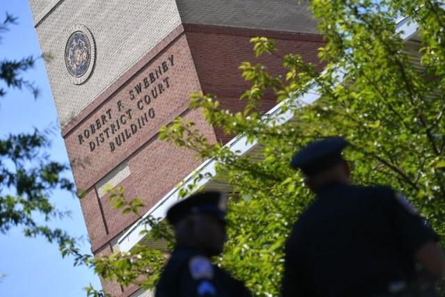 Upset with newspaper, gunman kills 5 in newsroom shooting in US
