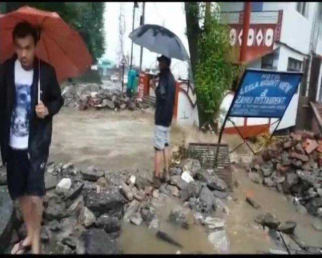 Cloud burst in Uttarakhand's Munsiari; several vehicles & roads drown