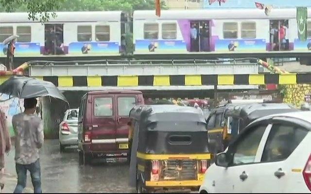 Rains continue to batter Mumbai, schools and colleges shut