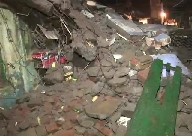 One killed, eight injured in building collapse in Thane