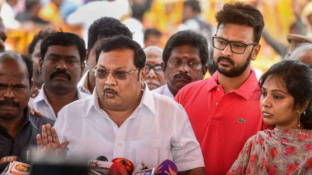 MK Alagiri claims support of Karunanidhi loyalists, goes after brother Stalin