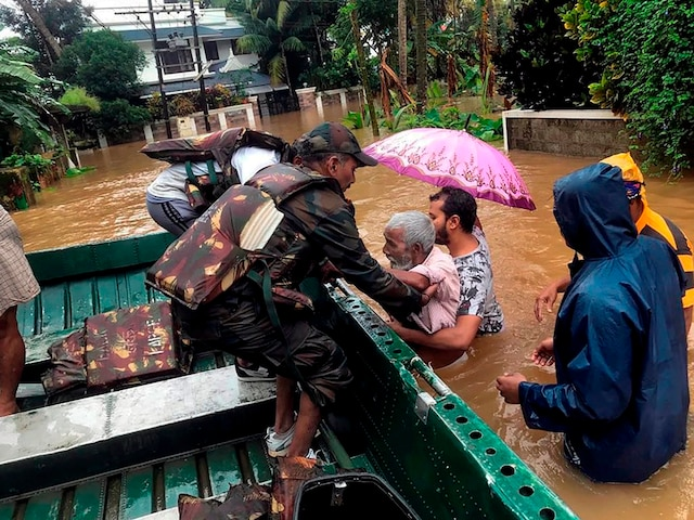 Kerala flood 2018: Political war erupts in state as rescue operations draw to a close