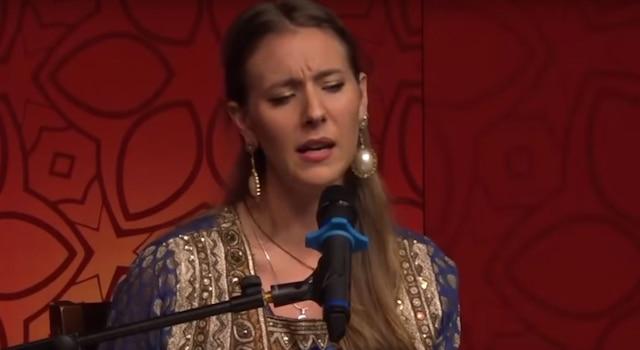Video of British artiste singing 'Aaj Jaane Ki Zid Na Karo' in Pakistan is going viral on social media