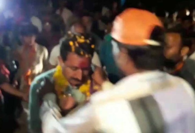 Madhya Pradesh: Man greets BJP MLA with garland of shoes, gets beaten up by leader