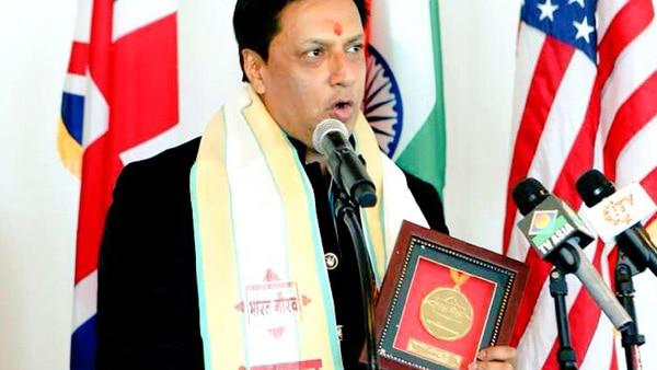 Madhur Bhandarkaer receives Bharat Gaurav Award at UN hall, dedicates it to Indian armed forces