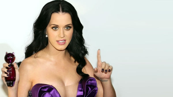 WOAH! Singer Katy Perry becomes the most followed person on Twitter with 100 million followers!