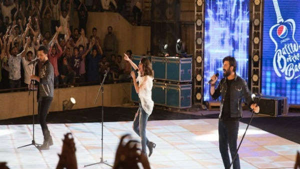 Fawad Khan, Atif Aslam share platform for Pak music show