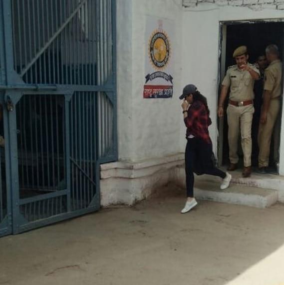 Preity Zinta visits Jodhpur Central Jail to meet Salman Khan.. PICS!