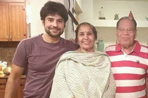 Rajeev Khandelwal attends his mom's LAST RITES; Says 'It is heart-wrenching  thought that I can't call anyone mummy now'