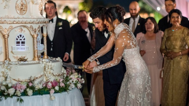 Nick Jonas celebrates one week of marriage with Priyanka Chopra with a throwback picture (SEE PIC)