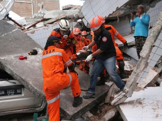 Indonesian tsunami rescue efforts continue as country marks 2004 disaster, death toll reaches 429
