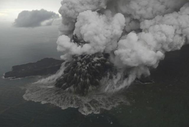 Indonesia hikes danger level for deadly tsunami volcano