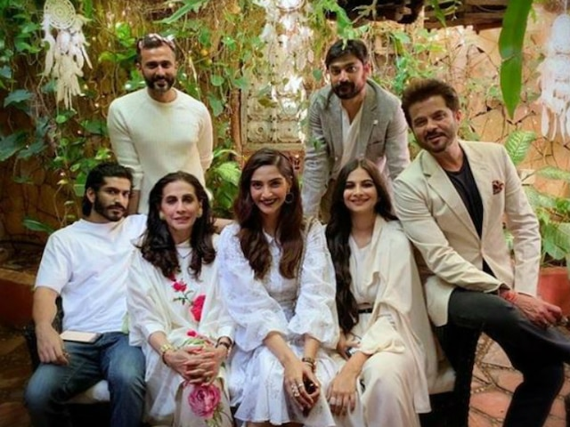PICS: Sonam Kapoor welcomes first Sunday of 2019 as she goes 'bruncing' with her family in style!