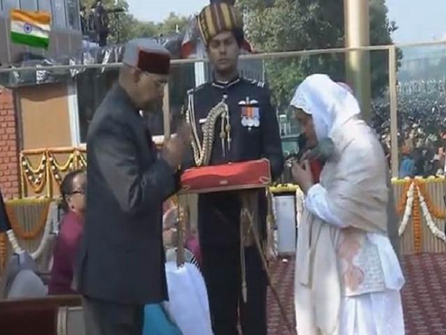 Republic Day 2019 Lance Naik Ahmed Wani's wife mother receive Ashok Chakra from President Kovind