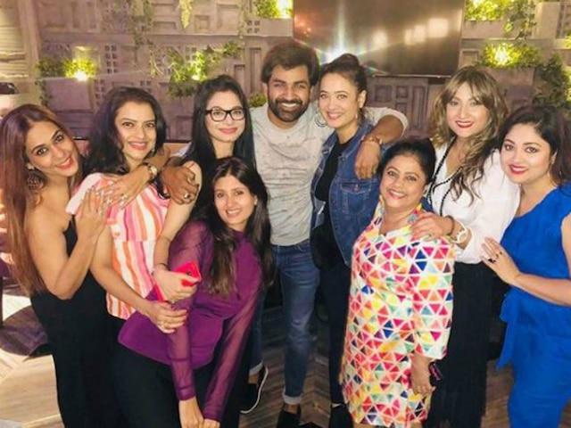 Kasautii Zindagii Kay: Shweta Tiwari & Urvashi Dholakia aka original Prerna & Komolika REUNITE with other co-stars! SEE PICS!