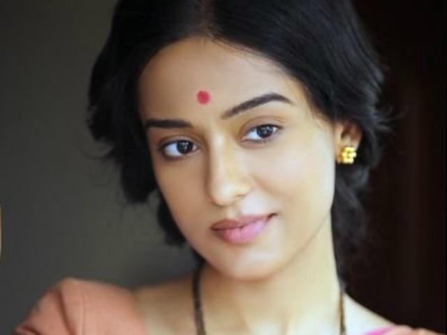 'Thackeray' actress Amrita Rao: Uncomfortable to do love-making scenes