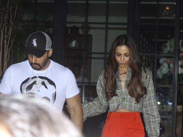 Malaika Arora- Arjun Kapoor Valentine's Day dinner date PICS & VIDEO