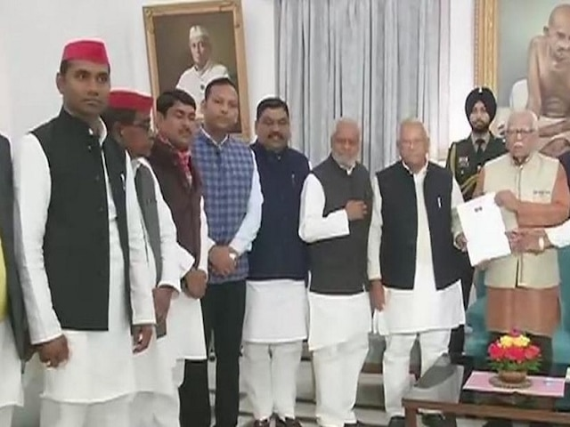 UP: SP delegation to meet Governor Ram Naik today after SP chief Akhilesh Yadav 'stopped' at airport