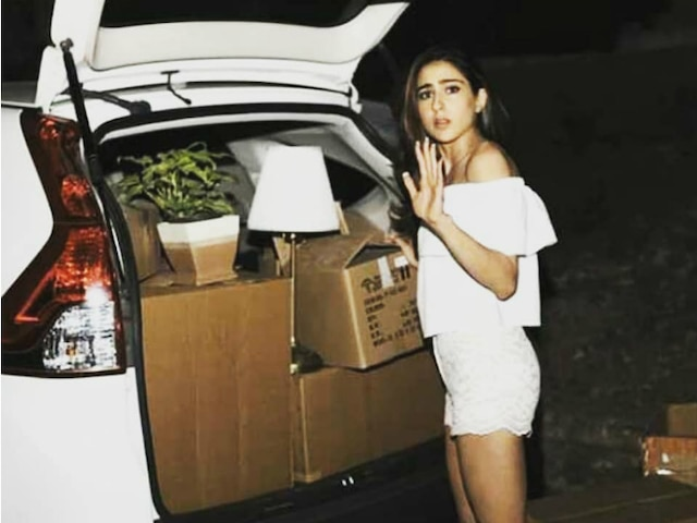 Sara Ali Khan moves out of her mom Amrita Singh's house; Spotted shifting the big boxes/cartons! PIC GOES VIRAL!