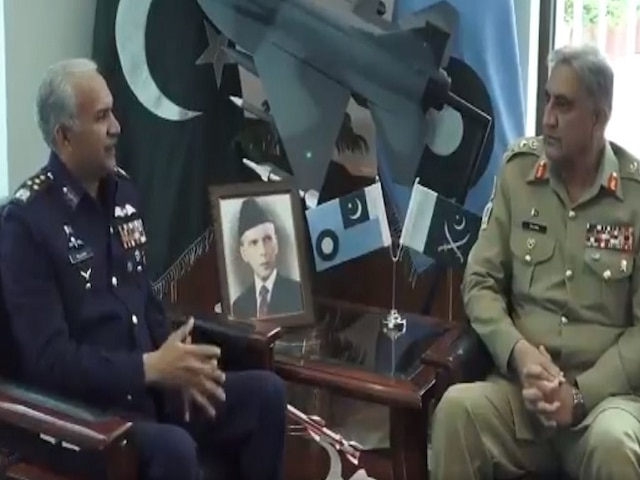 Pakistan Army Chief Bajwa pays visit to Air Headquarters; deliberates on operational environment with Air Chief