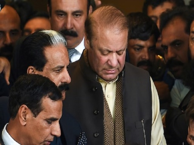 Deposed Pak PM Sharif refuses to shift to hospital, says prefer 'death' over political victimisation