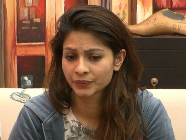 Kajol's sister Tanishaa Mukerji faces RACISM in US; Tweets video calling it was a 'traumatic experience'