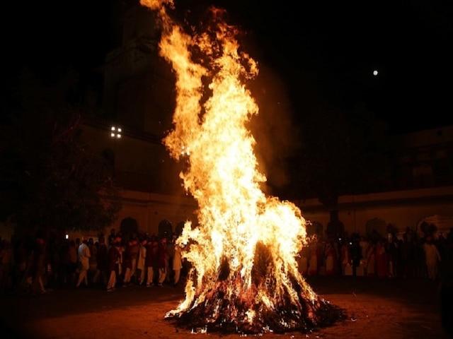 Happy Choti Holi 2019: Wishes, images, quotes, WhatsApp & Facebook status; Know Holika Dahan muhurta, timing