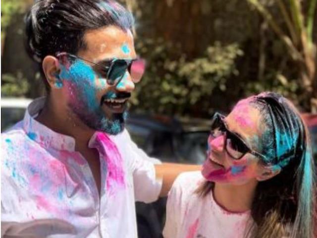 Holi 2019: Kasautii Zindagii Kay Komolika aka Hina Khan boyfriend Rocky Jaiswal celebrate Holi together!