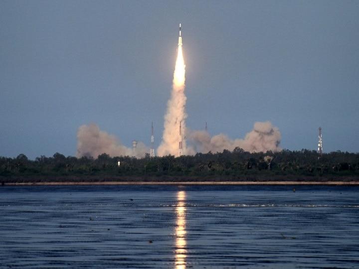 भारत ने भारतीय नौसेना के विध्वंसक ब्रह्मोस सुपरसोनिक मिसाइल का सफल परीक्षण किया;  पिन-पॉइंट एक्यूरेसी के साथ टारगेट हिट करता है