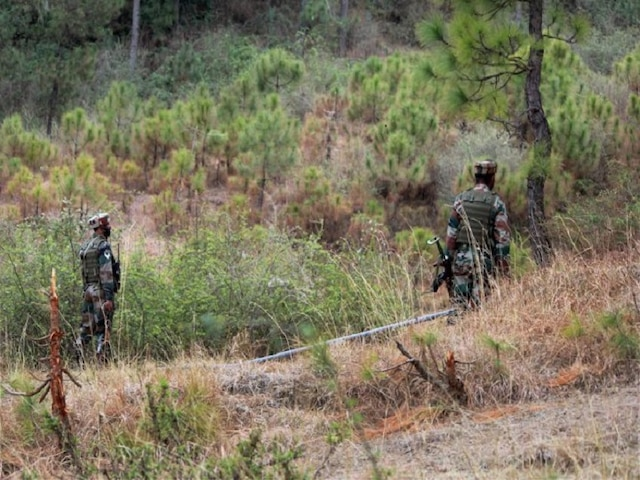 Pakistan lobs mortars, opens fire along LoC in Poonch