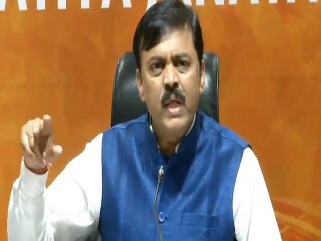 2019 Lok Sabha polls Man hurls shoe at BJP leader addressing press conference at party's headquarters