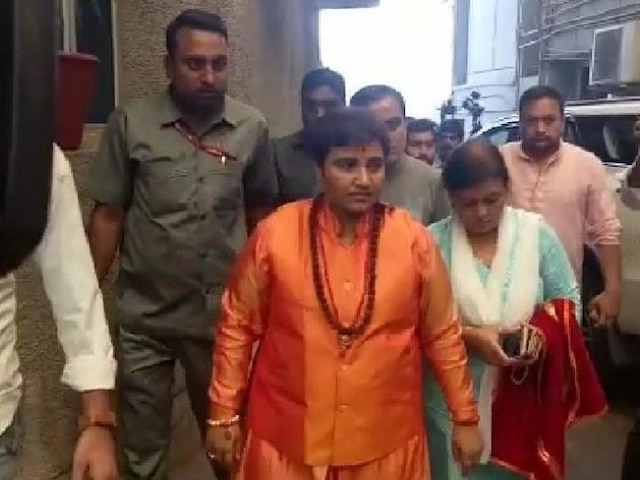 EC issues notice to Pragya Thakur on her 'cursed' remarks against Hemant Karkare