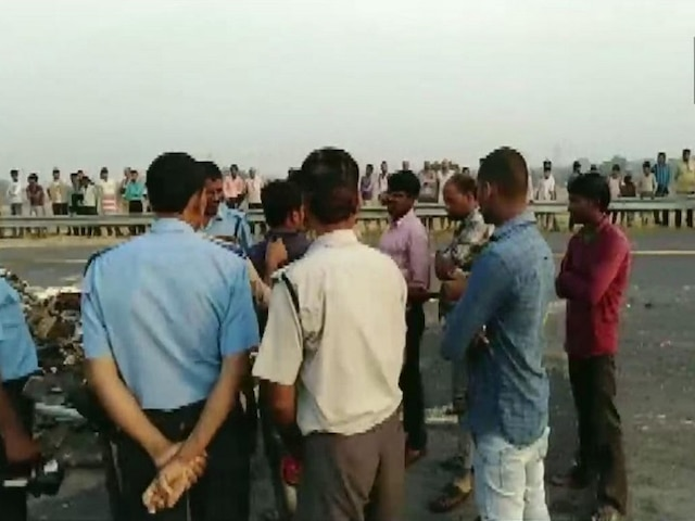 8 dead, over 30 injured as bus rams into truck at Agra-Lucknow Expressway near Mainpuri, UP