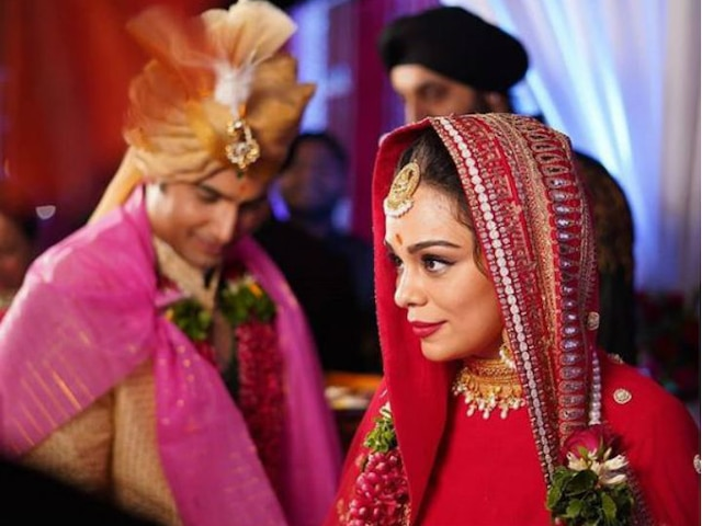 TV actor Ssharad Malhotra, wife Ripci Bhatia GLOW in this new PIC post wedding