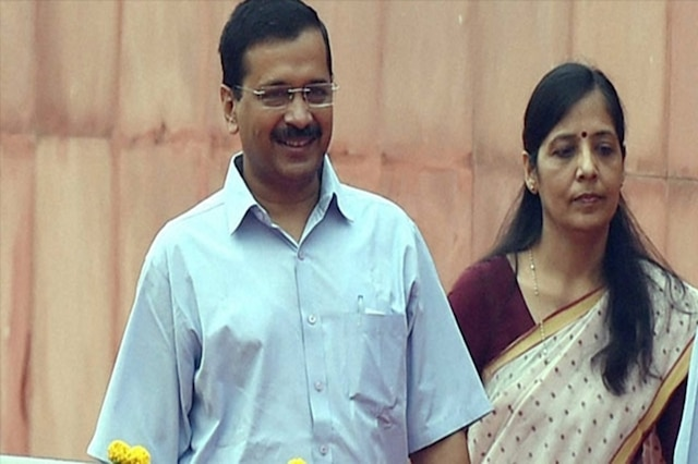 Lok Sabha elections  BJP leader files complaint against Arvind Kejriwal's wife, claims he has two voter ID cards