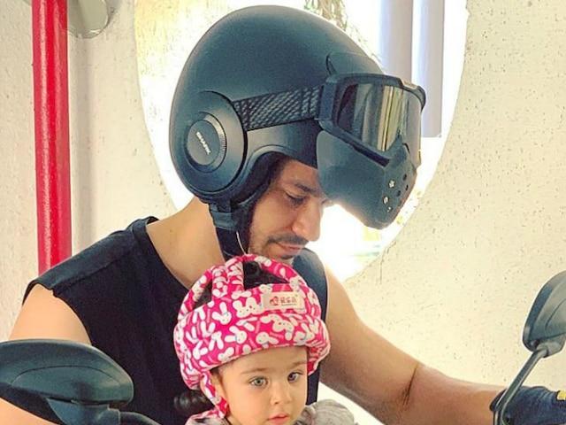 Soha Ali Khan-Kunal Kemmu's daughter Inaaya Naumi Kemmu turns 'biker baby' looking super cute in the toddler helmet with dad!