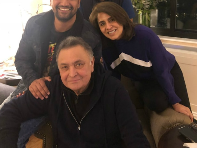 Vicky Kaushal meets Rishi Kapoor, Neetu Singh in US, Captions the pic-