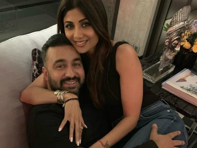 Raj Kundra can't keep his hands off 'HOT GF' Shilpa Shetty, Shares cosy pictures on Instagram!