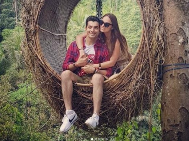 'Muskaan' actor Ssharad Malhotra's wife Ripci Bhatia shares romantic pictures as they complete one month of wedded bliss!