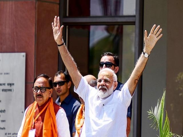 BJP not limited to Hindi heartland states, PM Modi tells BJP workers in Varanasi