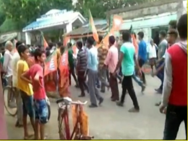 Violence continues in Bengal, Bomb hurled at BJPs victory rally in Birbhum, 4 injured